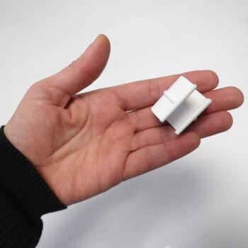 Ces clips pour serre tunnel mesurent 3cm de longueur