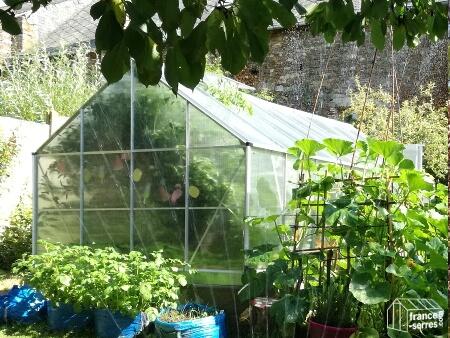 Comment bien installer ma serre de jardin - Comment monter une serre de jardin ...