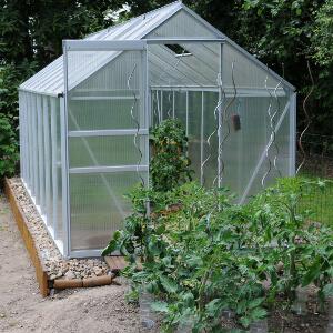 serre-de-jardin-polycarbonate-alvéolaire