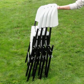 Encombrement minimal une fois vos chaises pliées pour un rangement et une manipulation facilités
