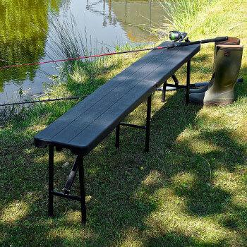 Nos bancs noirs imitation bois pliants en valise mesurent 180cm de long et sont vendus en pack de 2