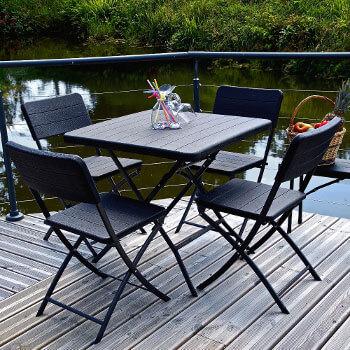 Notre table pliante noire imitation bois est très esthétique pour un usage professionnel comme pour les particuliers