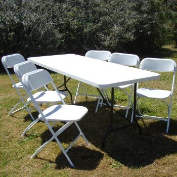 Table pliante de 1,83m idéale pour vos repas familiaux, réunions, manifestations en tout genre