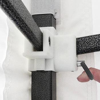 goupilles ergonomiques au niveau des pieds de la tonnelle pliante