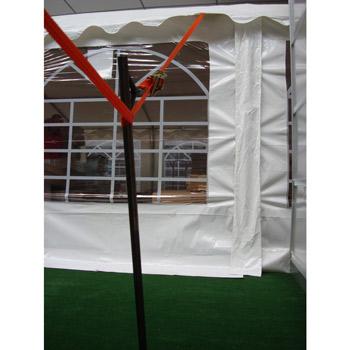 Cliquet de serrage de la sangle et piquet d'ancrage assure le maintien de votre tente chapiteau au sol